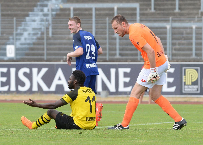 DSC_3983 Michel sauer nach Schwalbe von Borussia Dortmund
